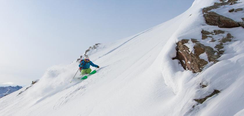 italy_livigno_skier.jpg